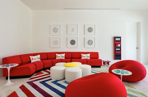 Sofa đỏ trong nội thất căn hộ ngày Tết
