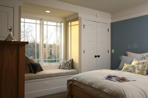 Thiết kế tủ quần áo hiện đại xung quanh cửa sổ